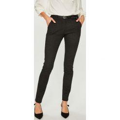 Answear - Spodnie. Szare spodnie materiałowe damskie ANSWEAR, w paski, z dzianiny. Za 149.90 zł.