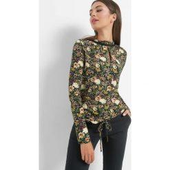 Koszulka w kwiaty ze stójką. Czarne t-shirty damskie Orsay, w ażurowe wzory, z dzianiny, ze stójką. Za 69.99 zł.