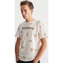 T-shirt z nadrukiem - Kremowy. Białe t-shirty męskie Reserved, z nadrukiem. Za 39.99 zł.