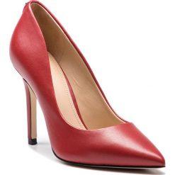 Szpilki GUESS - FLBL14 LEA08 LRED. Czerwone szpilki damskie Guess, ze skóry ekologicznej. Za 629.00 zł.