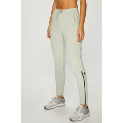 Adidas Performance - Spodnie. Szare spodnie sportowe damskie adidas Performance, z dzianiny. W wyprzedaży za 239.90 zł.