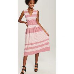 Sukienka midi - Różowy. Czerwone sukienki damskie Reserved. Za 59.99 zł.