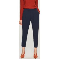 Spodnie z elastycznym pasem - Granatowy. Niebieskie spodnie materiałowe damskie Reserved. Za 59.99 zł.