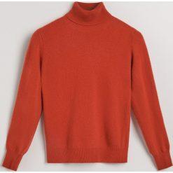 Sweter z wełny merino i kaszmiru - Pomarańczo. Różowe swetry damskie Reserved, z kaszmiru. Za 299.99 zł.