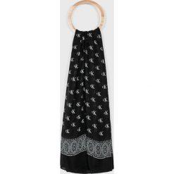 Calvin Klein Jeans - Chusta. Czarne szaliki i chusty damskie Calvin Klein Jeans, z bawełny. Za 179.90 zł.