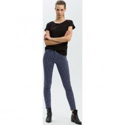"""Dżinsy """"Alan"""" - Skinny fit - w kolorze granatowym. Niebieskie jeansy damskie Cross Jeans. W wyprzedaży za 127.95 zł."""