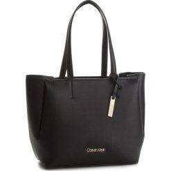 Torebka CALVIN KLEIN - Step Up Shopper K60K604314 001. Czarne torebki shopper damskie Calvin Klein, ze skóry ekologicznej. Za 699.00 zł.