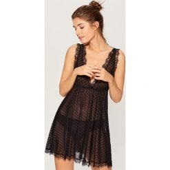 Zmysłowa piżama z koronką - Czarny. Czarne piżamy damskie Mohito, w koronkowe wzory, z koronki. Za 119.99 zł.