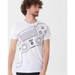 T-shirt z konsolą - Biały. Białe t-shirty męskie House. Za 59.99 zł.
