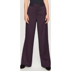 Spodnie w paski - Wielobarwn. Czarne spodnie materiałowe damskie Reserved, w paski. W wyprzedaży za 79.99 zł.