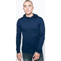 Guess Jeans - Sweter. Niebieskie swetry przez głowę męskie Guess Jeans, z aplikacjami, z bawełny, z kapturem. W wyprzedaży za 139.90 zł.