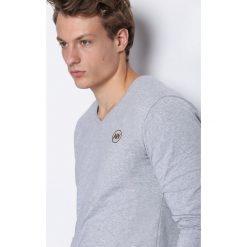 Jasnoszara Koszulka Nights Away. Bluzki z długim rękawem męskie marki Marie Zélie. Za 34.99 zł.