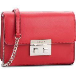 Torebka DKNY - Ann Sm Shoulder Fla R82EW474  Rouge RGE. Czerwone torebki do ręki damskie DKNY, ze skóry. Za 849.00 zł.