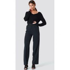 Rut&Circle Sweter dzianinowy z dekoltem V Ninni - Black. Czarne swetry damskie Rut&Circle, z dzianiny. Za 80.95 zł.