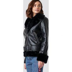 NA-KD Trend Motocyklowa kurtka oversize - Black. Czarne kurtki damskie NA-KD Trend, w paski, z futra. Za 404.95 zł.