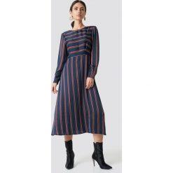 NA-KD Trend Sukienka midi w paski - Navy. Niebieskie sukienki damskie NA-KD Trend, w paski, z poliesteru, z długim rękawem. Za 181.95 zł.