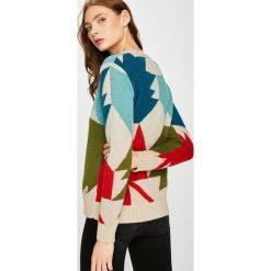 Trussardi Jeans - Sweter. Szare swetry damskie TRUSSARDI JEANS, z dzianiny, z okrągłym kołnierzem. W wyprzedaży za 549.90 zł.