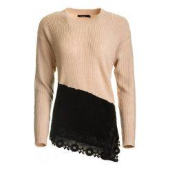 Desigual Sweter Damski Reia L Różowy. Czerwone swetry damskie Desigual. W wyprzedaży za 289.00 zł.