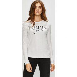Tommy Jeans - Bluzka. Szare bluzki damskie Tommy Jeans, z nadrukiem, z bawełny, casualowe, z okrągłym kołnierzem. Za 159.90 zł.