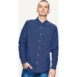 Koszula z mikrowzorem - Granatowy. Niebieskie koszule męskie Cropp. Za 79.99 zł.