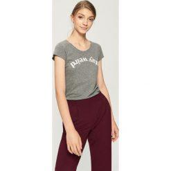 T-shirt Stay weird - Szary. Szare t-shirty damskie Sinsay. Za 9.99 zł.