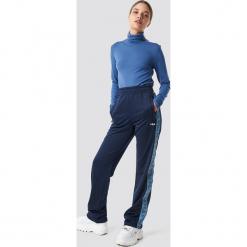 FILA Spodnie Thora Track - Blue. Niebieskie spodnie materiałowe damskie Fila, w paski. Za 283.95 zł.