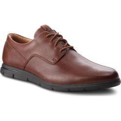 Półbuty CLARKS - Vennor Walk 261364217 Mahogany Leather. Brązowe półbuty na co dzień męskie Clarks, z materiału. W wyprzedaży za 279.00 zł.
