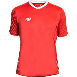 Koszulka treningowa - EMT6106HRD. Czerwone koszulki sportowe męskie New Balance, na jesień, z materiału. W wyprzedaży za 89.99 zł.