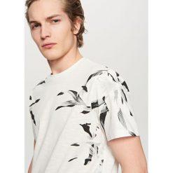 T-shirt z nadrukiem - Kremowy. Białe t-shirty i topy dla dziewczynek Reserved, z nadrukiem. Za 39.99 zł.