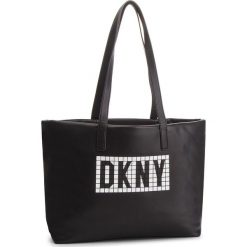 Torebka DKNY - Tilly-E/W Tote-Tile R83AQ702  Blk/Wht BLW. Czarne torebki do ręki damskie DKNY, ze skóry ekologicznej. Za 849.00 zł.