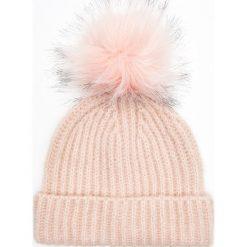 Czapka z wymiennym pomponem - Różowy. Czerwone czapki i kapelusze damskie Cropp, z futra. Za 39.99 zł.