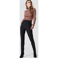 NA-KD Classic Dopasowane spodnie garniturowe - Black. Czarne spodnie materiałowe damskie NA-KD Classic. Za 161.95 zł.
