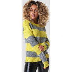 Trendyol Sweter Block Stripe Wide Neck - Yellow. Żółte swetry damskie Trendyol, z dzianiny, z dekoltem w łódkę. Za 121.95 zł.