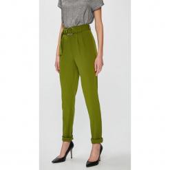 Pieces - Spodnie Katherine. Szare spodnie materiałowe damskie Pieces, z poliesteru. W wyprzedaży za 149.90 zł.