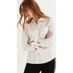Koszula z wiązaniem na rękawach - Biały. Białe koszule damskie Sinsay. Za 59.99 zł.