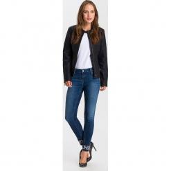 """Dżinsy """"Giselle"""" - Super Skinny fit - w kolorze granatowym. Niebieskie jeansy damskie Cross Jeans. W wyprzedaży za 127.95 zł."""