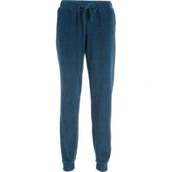 Spodnie dresowe z dzianiny welurowej nicki bonprix ciemnoniebieski. Spodnie dresowe damskie marki bonprix. Za 49.99 zł.