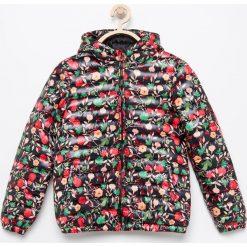 Pikowana kurtka w kwiaty - Czarny. Czarne kurtki i płaszcze dla dziewczynek Reserved, w kwiaty. Za 69.99 zł.