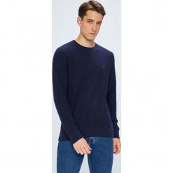 Tommy Hilfiger - Sweter. Niebieskie swetry przez głowę męskie Tommy Hilfiger, z bawełny, z okrągłym kołnierzem. W wyprzedaży za 319.90 zł.