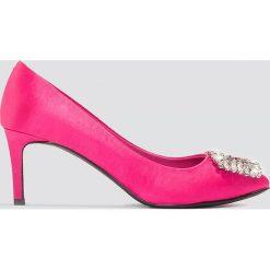 NA-KD Shoes Satynowe czółenka na średnim obcasie, ze zdobieniami - Pink. Czółenka damskie marki bonprix. W wyprzedaży za 48.58 zł.