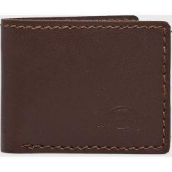 Dickies - Portfel skórzany. Brązowe portfele męskie Dickies, z materiału. W wyprzedaży za 99.90 zł.
