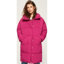 Płaszcz puffa z kołnierzem - Pomarańczo. Czerwone płaszcze damskie Sinsay. W wyprzedaży za 99.99 zł.