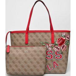 Guess Jeans - Torebka Vikky. Szare torby na ramię damskie Guess Jeans, z aplikacjami, z bawełny. W wyprzedaży za 499.90 zł.