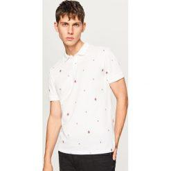 Koszulka polo w drobny wzór - Biały. Białe koszulki polo męskie Reserved. W wyprzedaży za 29.99 zł.