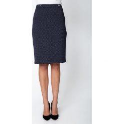 Granatowa żakardowa spódnica z dżetami QUIOSQUE. Szare spódnice damskie QUIOSQUE, z dzianiny, klasyczne. Za 149.99 zł.