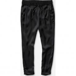 G-Star Raw - Spodnie. Czarne spodnie materiałowe damskie G-Star Raw, z materiału. W wyprzedaży za 439.90 zł.