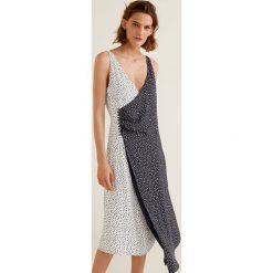 Mango - Sukienka Wasabi2. Szare sukienki damskie Mango, z materiału, casualowe, z asymetrycznym kołnierzem, na ramiączkach. W wyprzedaży za 69.90 zł.