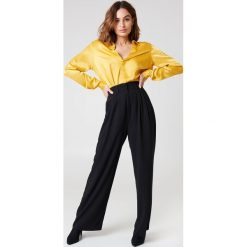 NA-KD Classic Rozszerzane spodnie - Black. Spodnie materiałowe damskie NA-KD Trend, z poliesteru. Za 161.95 zł.