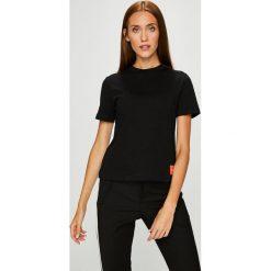 Calvin Klein Jeans - Top. Szare topy damskie Calvin Klein Jeans, z bawełny, z okrągłym kołnierzem, z krótkim rękawem. Za 159.90 zł.