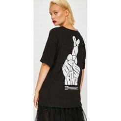 Answear - Top Manifest Your Style Peace Please. Brązowe topy damskie ANSWEAR, z nadrukiem, z bawełny, z okrągłym kołnierzem, bez rękawów. W wyprzedaży za 59.90 zł.